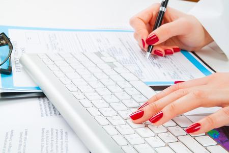 historia clinica: El doctor Prescripci�n de la escritura y el trabajo con el teclado. Enfoque selectivo