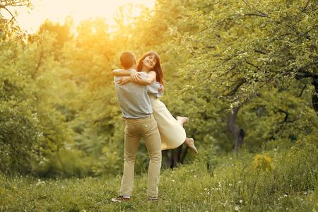 romance: Casal feliz no por do sol Banco de Imagens