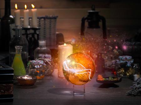 Golden Sphere. Magische voorwerpen. Kolven, retort voor alchemie. Mooie gloed. Concept - de magiër, mystiek, paranormale verschijnselen. Occulte, esoterische, spiritisme, het aanroepen van de geesten en spoken