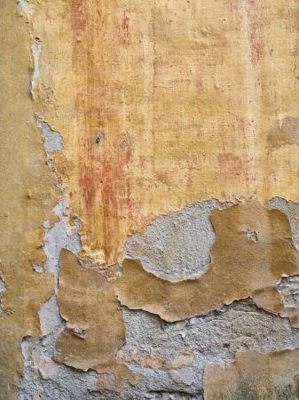 peeling paint: Chiuso-up di immagini di vernice peeling su una parete di invecchiamento in Toscana, Italia