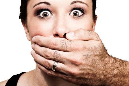 imbavagliare: donna attraente espressione sconvolgente
