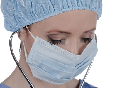 Gesloten up beeld van een vrouwelijke arts dragen masker en chirurgisch GLB