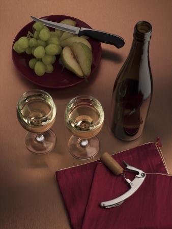 white wine bottle: Set de vino consisten abridor de botellas de vino blanco y frutas