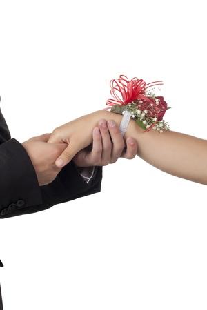 Bild von roten Rose Handgelenk Corsage auf die Frau am Handgelenk Standard-Bild