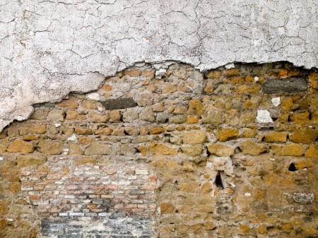 Old Roman wall with top portion in white plaster. Stock Photo - 17112028