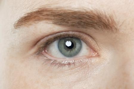灰色の目に人間のイメージをアップします。 写真素材
