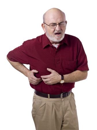 白い背景に対して胃の痛みで苦しんでいる老人の肖像画のイメージ