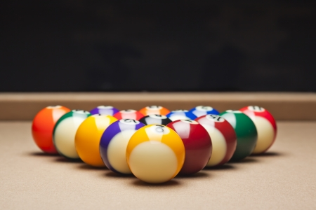 ei: Pool balls arranged on pool table