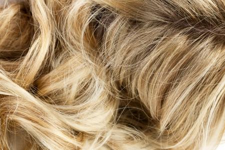 여자의 금발 물결 모양의 머리의 매크로 이미지 스톡 콘텐츠