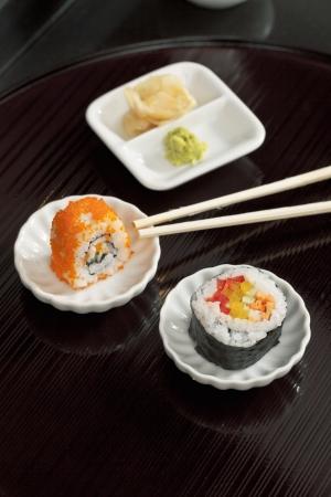 Imagen de primer plano de una comida japonesa en el plato en la mesa de madera Foto de archivo - 17149469