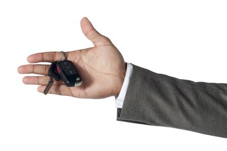 investment real state: Cierre de la imagen de la llave en la mano de un hombre de negocios contra el fondo blanco