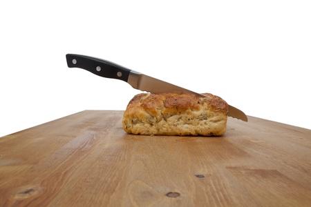 bread loaf: Coltello radicata su una pagnotta di pane