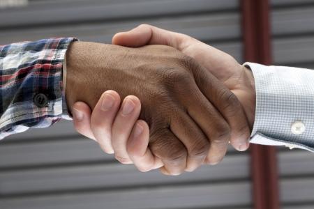 respeto: Cerrado encima de imagen de las manos en blanco y negro haciendo un apret�n de manos