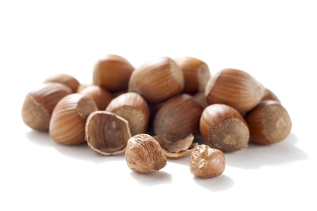 Close up image of heap of hazelnuts against white background 版權商用圖片