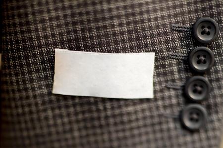 男性のスーツの袖にボタンのクローズ アップ。