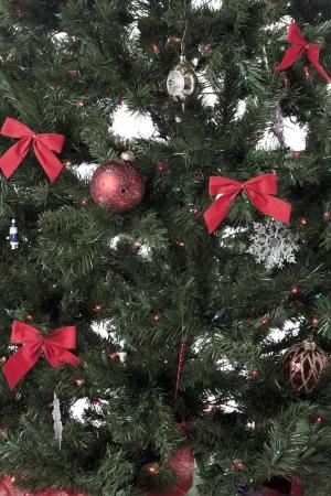 装飾クリスマス ツリーのトリミングされた画像