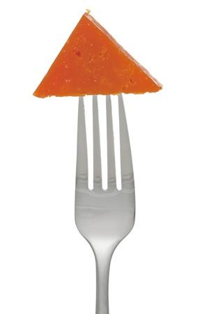 queso cheddar: Cerrado para arriba con un tenedor queso cheddar cortado Foto de archivo