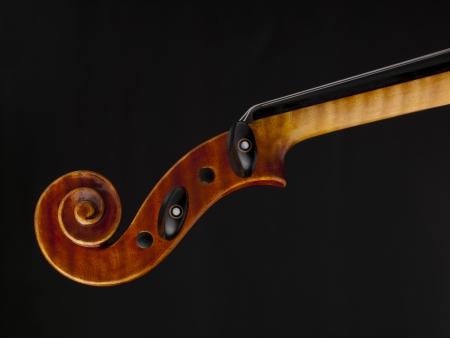 Close-up immagine di un violino paletta contro lo sfondo scuro Archivio Fotografico - 17187247