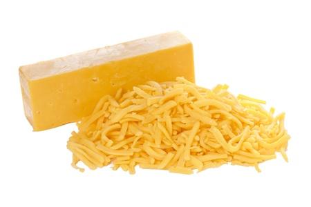 queso cheddar: Bloquear y queso cheddar rallado sobre fondo blanco Foto de archivo