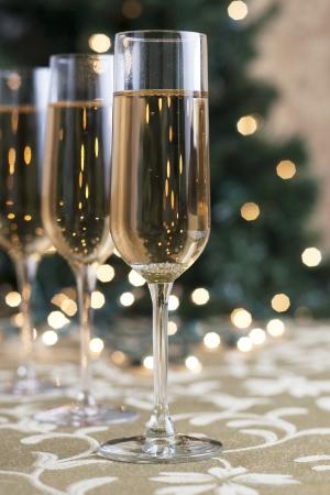 ホリデー シーズンにシャンパンの 3 つのグラスの肖像画 写真素材