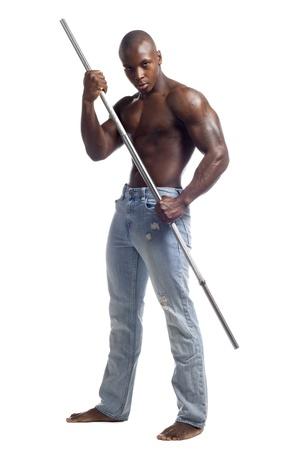 uomini nudi: Ritratto di un uomo afroamericano muscolare in posa con una bacchetta contro sfondo bianco, Modello: Gregory Dawson
