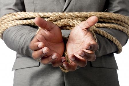 aieron: Uomo d'affari legato con una corda in un immagine macro