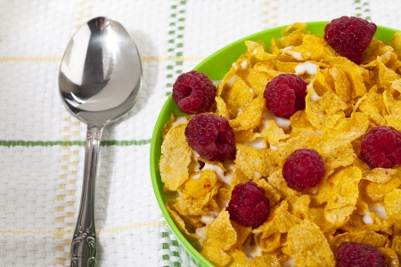 d: Breakfast cereal with raspberry fruits with spoon in a close-up image