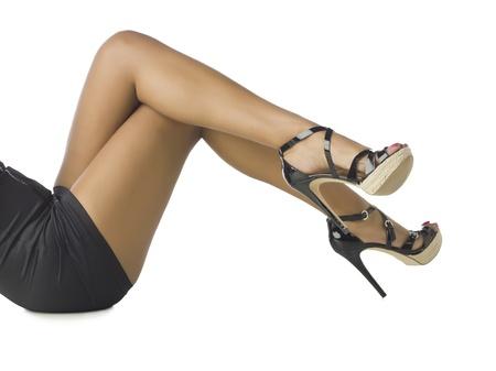 waxed legs: Immagine di gambe femminili con i tacchi alti su sfondo bianco Archivio Fotografico