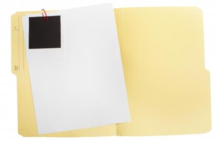 종이의 빈 시트와 빈 사진을 열린 폴더