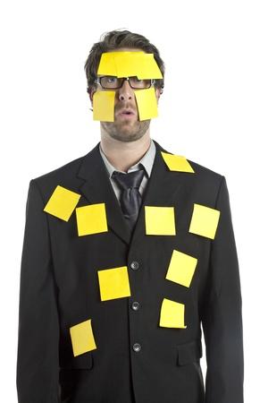 halve lichaam portret van een zakenman gevuld met gele kleverige nota