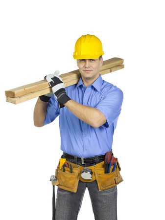 plies: Construction worker wearing a hard hat holding a wood on his shoulder