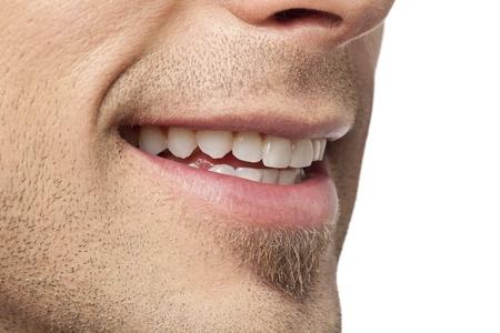 dentudo: De cerca la imagen del hombre con la sonrisa con dientes contra el fondo blanco Foto de archivo
