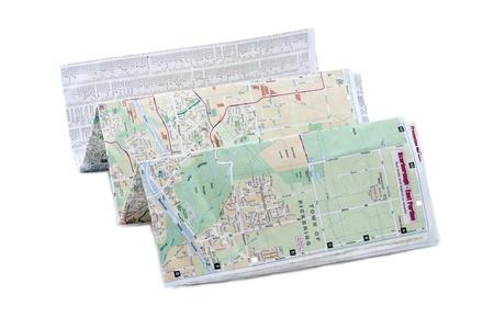 Horizontaal beeld van een gevouwen plattegrond liggend op een witte achtergrond Stockfoto