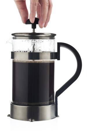 tomando refresco: Close-up shot de una tapa de la elevaci�n humana de una taza de caf� sobre fondo blanco. Foto de archivo