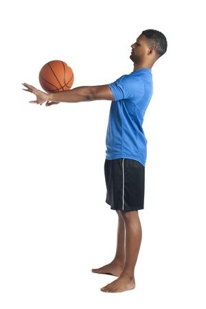 aieron: Lato immagine vista di giocatore di basket di talento facendo mostra su uno sfondo bianco