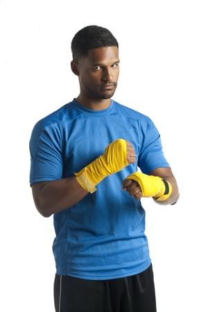 aieron: Uomo muscolare in un gesto di boxe