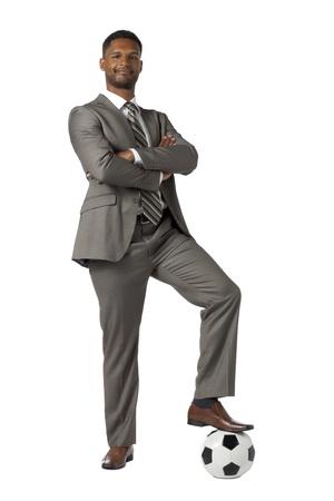 jugando futbol: Retrato de hombre de negocios jugando al f�tbol aislado en una superficie blanca Foto de archivo