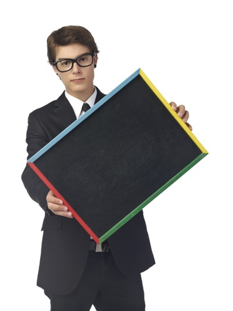 leeg bord: Portret van knappe tiener jongen die zwarte lege bord afbeelding van een vooraanzicht in Stockfoto