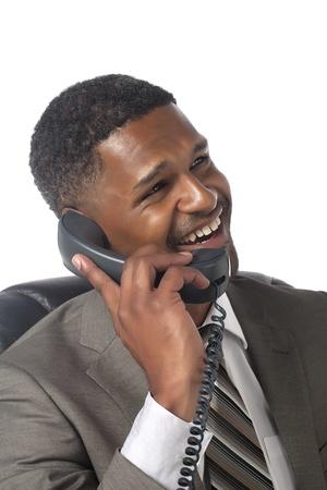 aieron: Ritratto di uomo d'affari ridendo al telefono su sfondo bianco