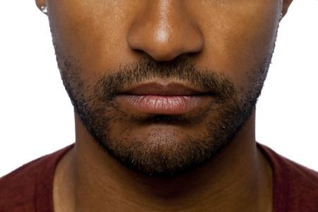 aieron: Close-up immagine di naso e bocca di un uomo isolato su sfondo bianco