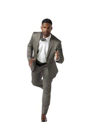 白い背景に対して実行中のビジネスマンの肖像画