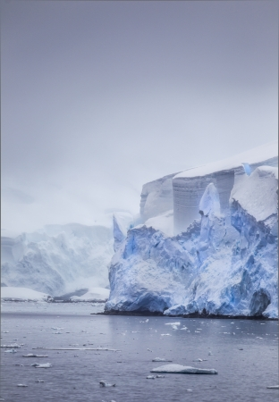 Peaceful shot of icebergs