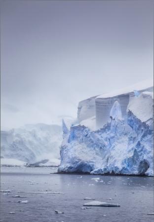 Peaceful shot of icebergs