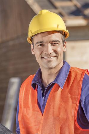 Smiling man at construction site Foto de archivo