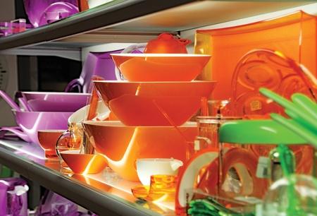utensilios de cocina: utensilios de cocina de color brillante Foto de archivo