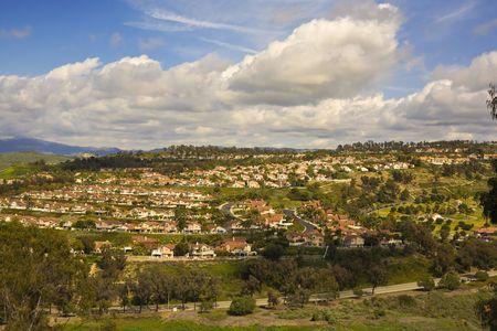 spanish homes: Tract case su una collina a San Clemente in California Archivio Fotografico