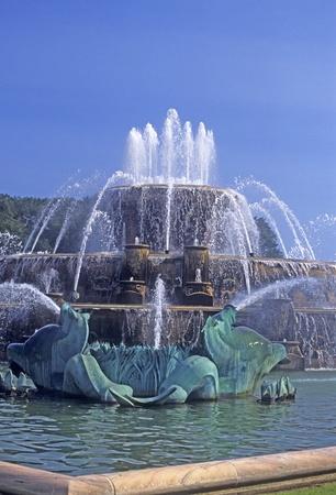 Bronze fish sculptures in Buckingham fountain, downtown Chicago, Illinois, USA.