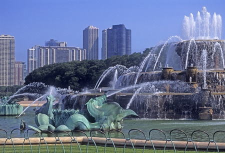 Buckingham fountain in downtown Chicago, Illinois, USA.