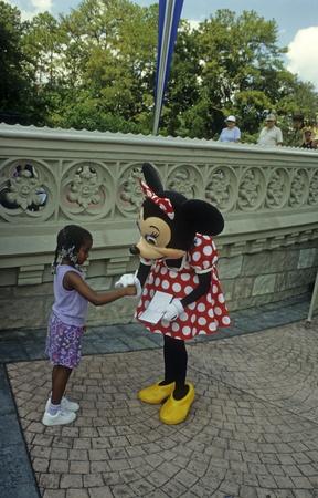autograph: Disney World Magic Kingdom - Minnie Mouse and fan