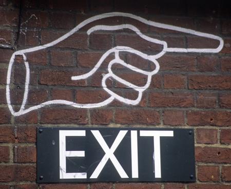終了を示す右を指している人差し指と拳を閉じた。